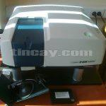 Mặt trước máy đo quang phổ Jasco V360