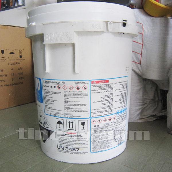 Mặt sau thùng Chlorine (Clorin) Hi Chlon 70