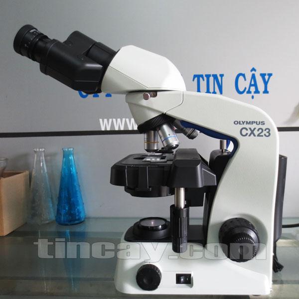 mặt bên kính hiển vi Olympus CX23